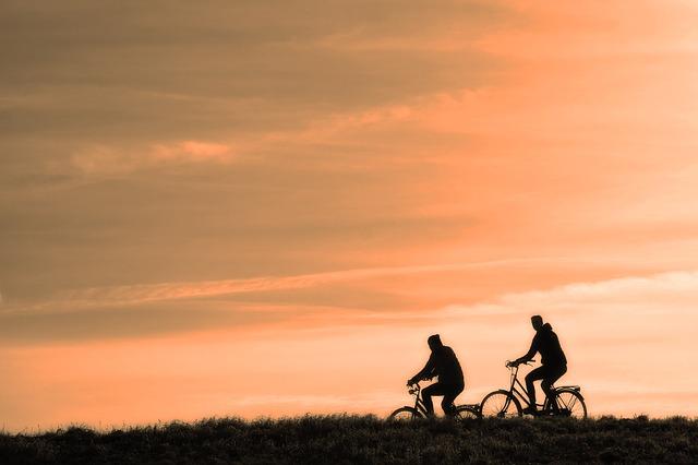 dva cyklisti.jpg