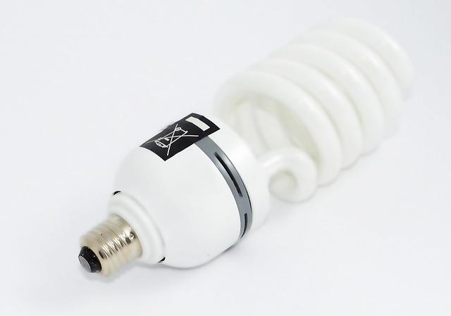 běžná bílá kruhová zářivka